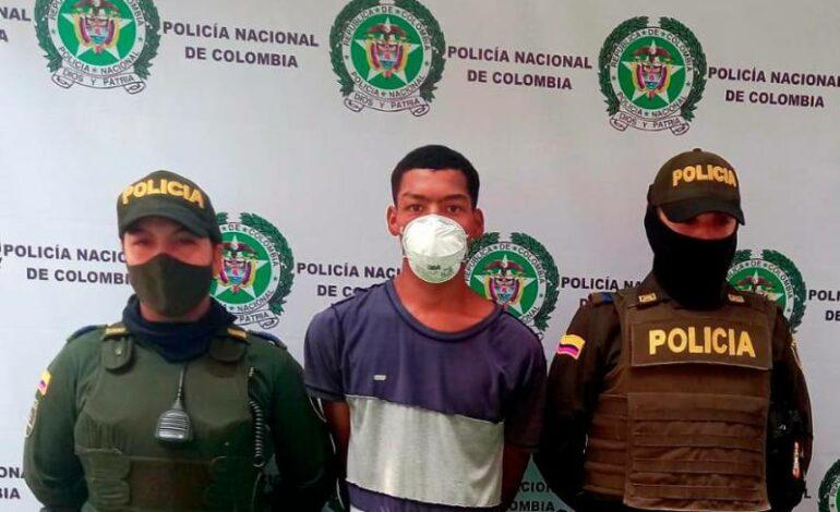 POLICÍA DETENER A LADRÓN QUE USABA ARMA DE COLECCIÓN PARA ASALTAR