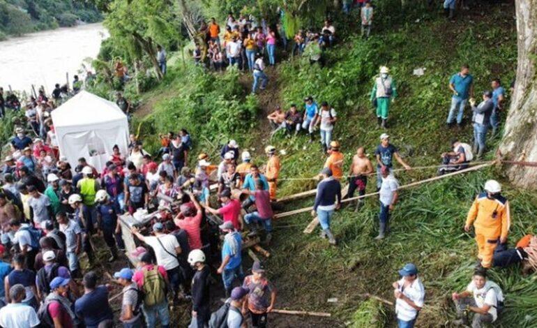 EN COLOMBIA RESCATAN 11 CUERPOS DE MINEROS ATRAPADOS EN SOCAVÓN DE MINA