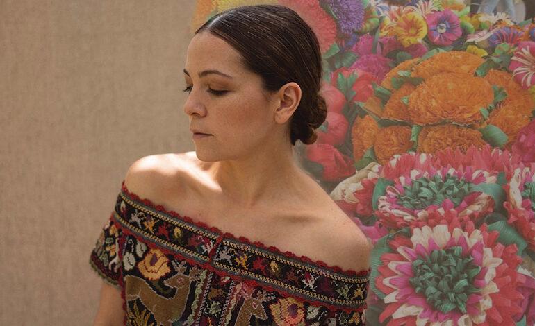 Natalia Lafourcade le sigue cantando a México